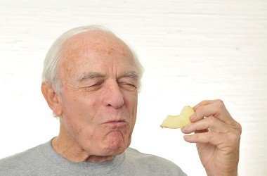 Man eats apple slices to help fight prostate tumors