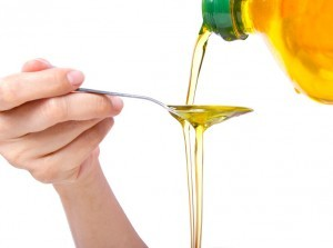 vegetable oil being poured onto a spoon