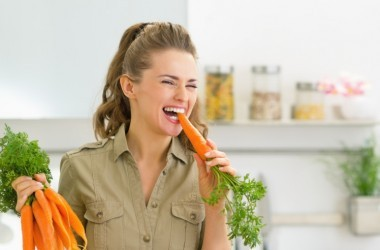 woman eating carrots