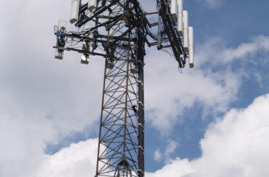 Cell phone tower antenna 5G exposes us to cellphone radiation dangers