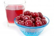 Slash arthritis pain with arthritis superfoods like this bowl of cherries