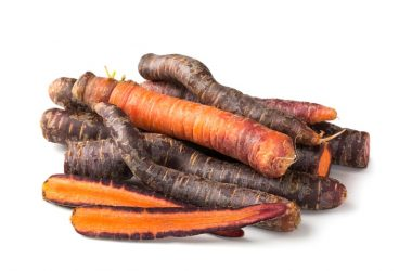 A pile of purple carrots which are cancer fighting foods