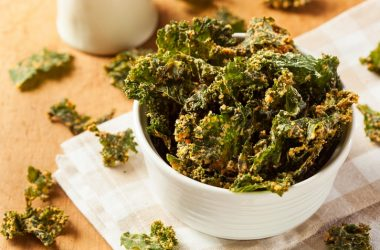 Homemade baked kale chips help you lose weight in a week