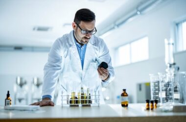 Researcher in lab working on CBD and coronavirus lung inflammation